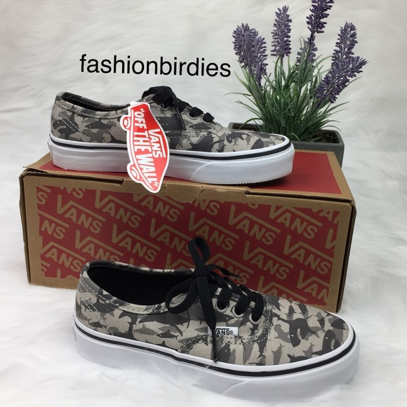 51813f2cd3 NWT Vans Authentic Reef Sharks Drizzle